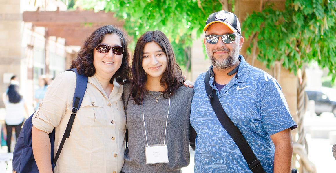 first year student with her parents